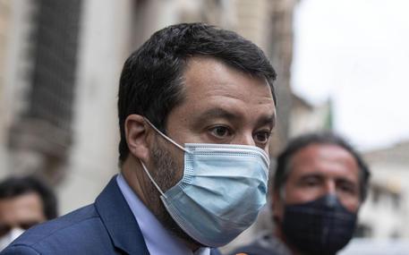 Salvini, in arrivo 30milioni cartelle, conto in rinvio thumbnail