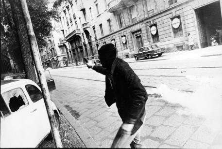 L'ex terrorista in fuga Bergamin si costituisce a Parigi thumbnail