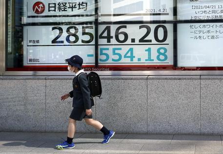 Borsa: a Tokyo apertura in calo (-0,31%) thumbnail