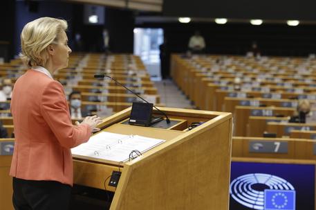 Brexit: Europarlamento ratifica accordo commerciale Ue-Gb thumbnail