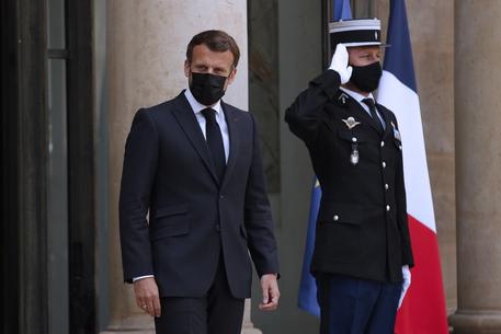 Covid: Macron, riaperture progressive dal 19 maggio thumbnail