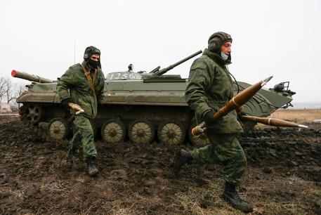 Ucraina: Kiev, morto un altro soldato nel Donbass thumbnail