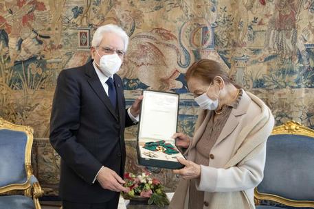 Mattarella conferisce onorificenza Cavaliere a Edith Bruck thumbnail