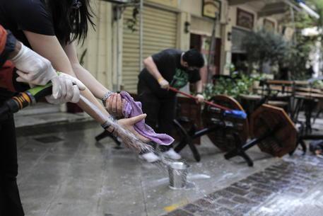 Covid: Grecia, bar e ristoranti riaprono dopo sei mesi thumbnail