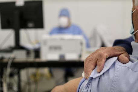Riaperture, Mattarella firma. Coprifuoco posticipato alle 23. Green pass dopo la prima dose di vaccino, vale 9 mesi thumbnail