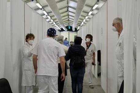 Vaccinazioni a quota 15 milioni. 'Immunità gregge a agosto' thumbnail