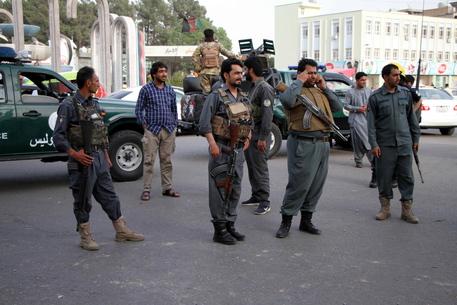 Afghanistan: autobomba nell'est, 'almeno 25 morti' thumbnail