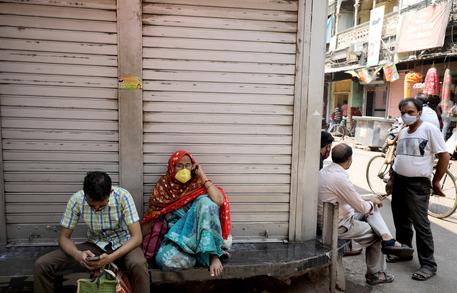 Covid: In India è ancora record di contagi e morti thumbnail