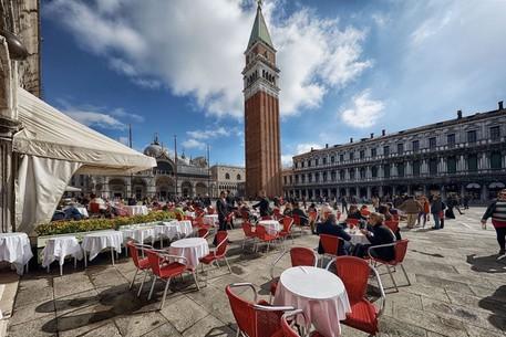 Venezia, riapre da domani lo storico Caffè Quadri thumbnail