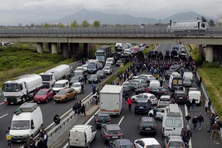 Ristoratori protestano, bloccata l'A1 a Incisa thumbnail