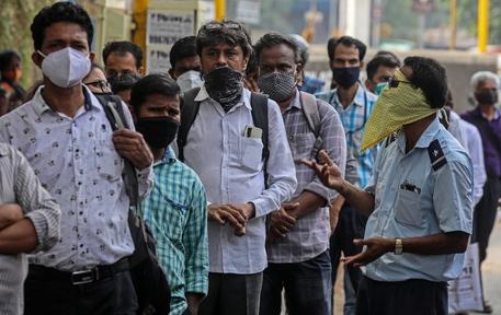 Covid: 400mila casi in un giorno in India, nuovo record mondiale thumbnail