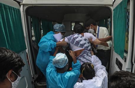 Covid: India, almeno 12 morti in un altro incendio in ospedale thumbnail