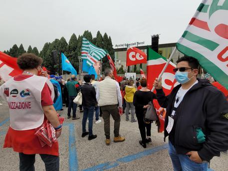 1 maggio:tornano in piazza a Terni le bandiere dei sindacati thumbnail