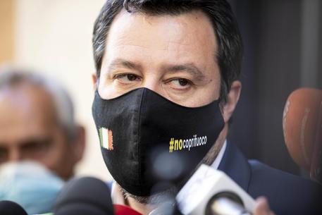 Israele: Salvini, il governo italiano prenda posizione thumbnail