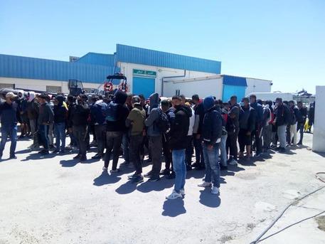 Migranti: Tunisia sventa 4 partenze verso Italia, 215 fermi thumbnail