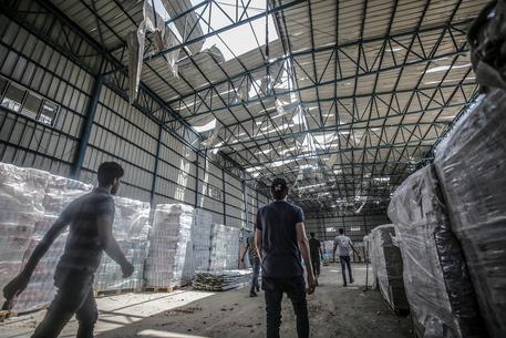 Hamas: '10 bambini fra i 28 morti a Gaza per i raid' thumbnail