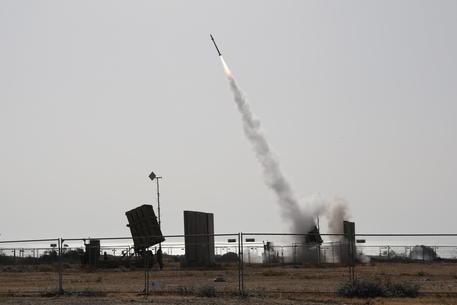 Attacchi massicci aviazione Israele a Gaza thumbnail