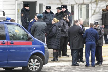 Russia: sparatoria a scuola, almeno 9 morti thumbnail