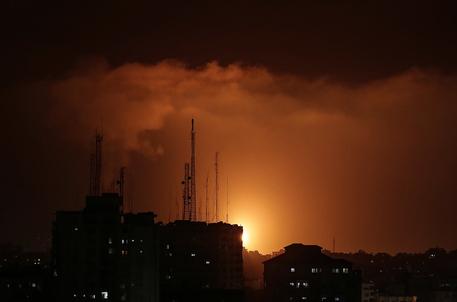Israele: 250 i razzi da Gaza, raid su 130 obiettivi thumbnail