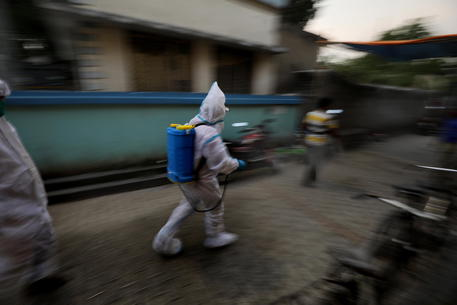 Covid: 160 milioni i contagi nel mondo da inizio pandemia thumbnail
