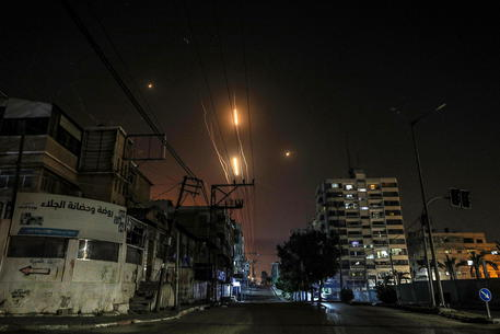 Israele: circa 2.000 i razzi lanciati finora da Gaza thumbnail