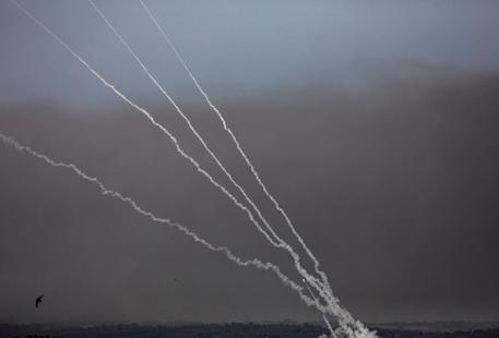 Hamas annuncia: lanceremo altri 210 razzi su Israele thumbnail