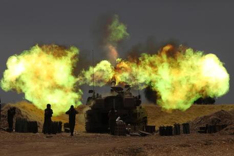 Esercito Israele, truppe di cielo e di terra attaccano Gaza thumbnail