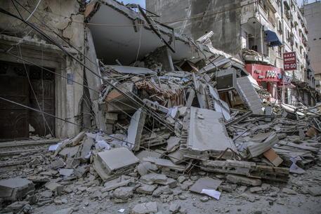 Gaza: media, donna incinta e 4 figli uccisi dai raid thumbnail