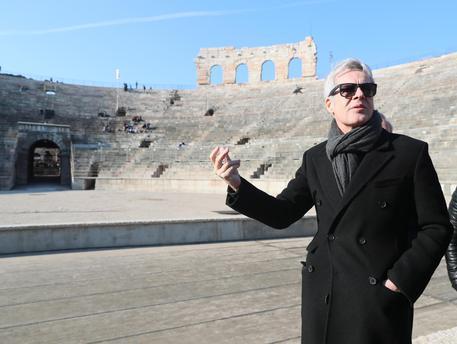 Claudio Baglioni, 70 anni ma 'la vita è adesso' thumbnail