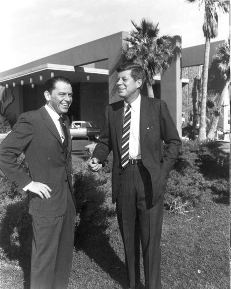 Nessuno compra villa Frank Sinatra in deserto California thumbnail