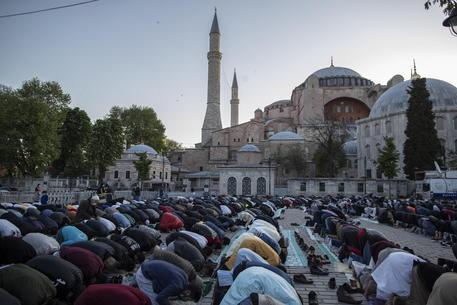 Turchia: fine Ramadan a Santa Sofia dopo 87 anni thumbnail