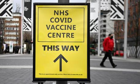 Covid: contagi Gb calano ancora, solo 0,07% popolazione thumbnail