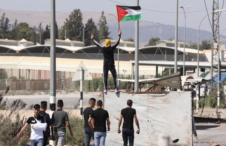 Ministero Sanità, 10 uccisi e 150 feriti in Cisgiordania thumbnail