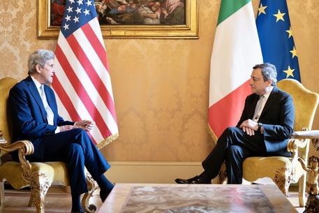 Clima: Kerry a Draghi, la leadership dell'Italia è cruciale thumbnail