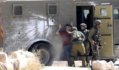 Israele: violenze, due bambini arabi ustionati da molotov thumbnail