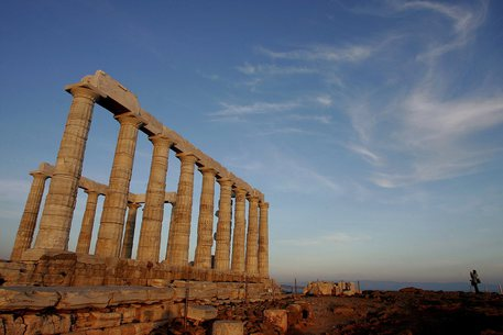 Al via la stagione turistica in Grecia, serve vaccino o test thumbnail