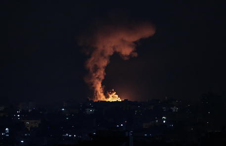 Gaza: 10 morti, in attacco Israele, 8 bambini e 2 donne thumbnail