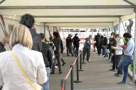 Vaccini:Lazio,con open day +26% vaccinazioni rispetto target thumbnail