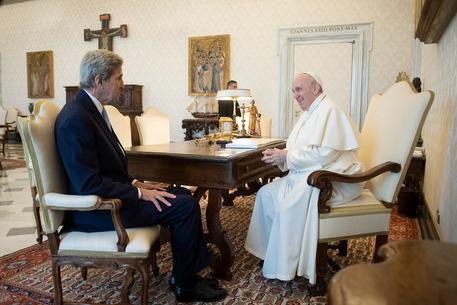 Clima: Kerry, la voce del Papa più importante che mai thumbnail