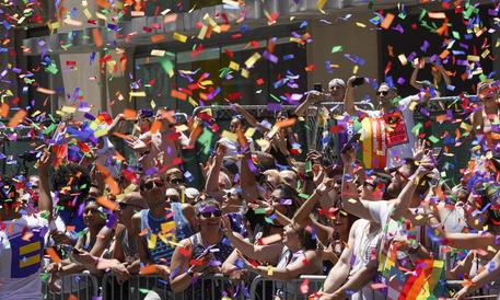 Gay Pride New York vieta presenza della polizia fino al 2025 thumbnail