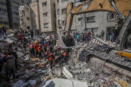 Gaza: nuovo bilancio, 192 morti di cui 58 bambini thumbnail