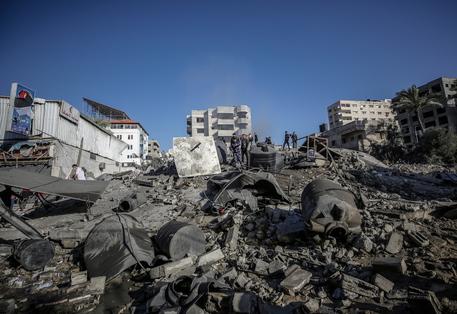 Gaza: esercito, colpita la casa del capo di Hamas Sinwar thumbnail