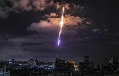 Israele: esercito, da Gaza 3.440 razzi, 90 la scorsa notte thumbnail