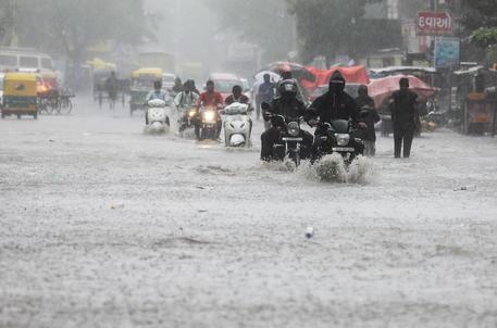 India: coda ciclone Tauktae porta piogge e basse temperature thumbnail
