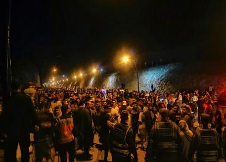 Migranti: Spagna, 5.000 arrivi a Ceuta, 1.000 sono minori thumbnail