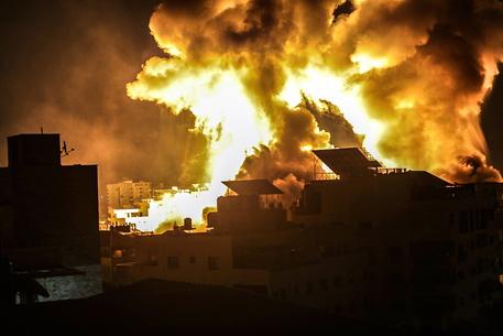 Gaza: fonti mediche, 212 i morti di cui 61 bambini thumbnail