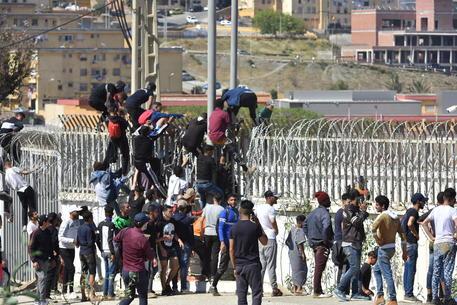 Ceuta: Commissione Ue, non ci lasciamo intimidire da nessuno thumbnail