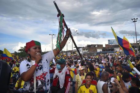 Colombia, 17 morti in proteste per lo sciopero nazionale thumbnail