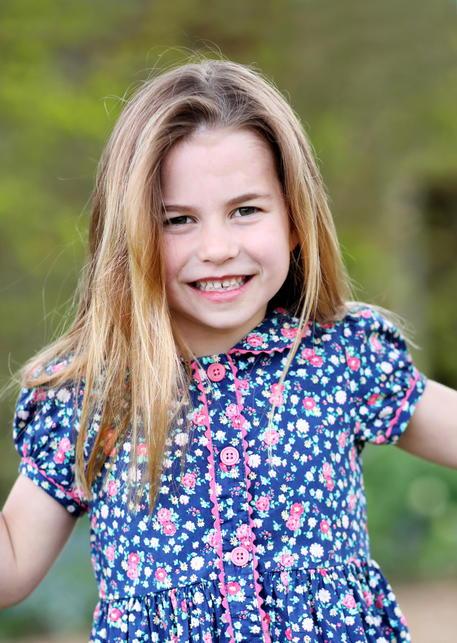 Gb: 6 anni principessa Charlotte,nuova foto scattata da Kate thumbnail