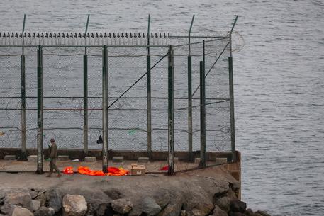 Migranti: Spagna, recuperato un cadavere in mare a Ceuta thumbnail